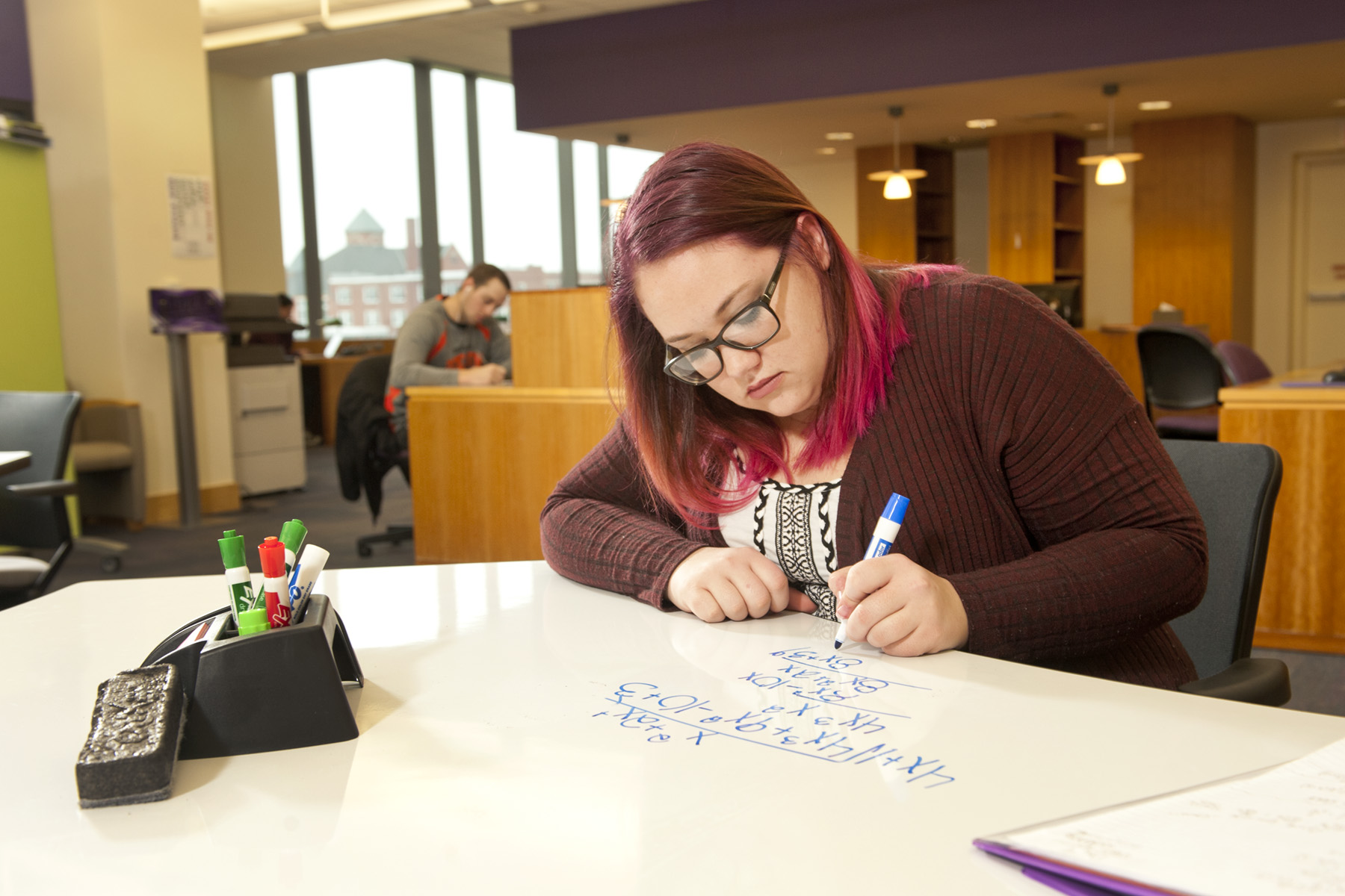 Mount Union student studying in the library